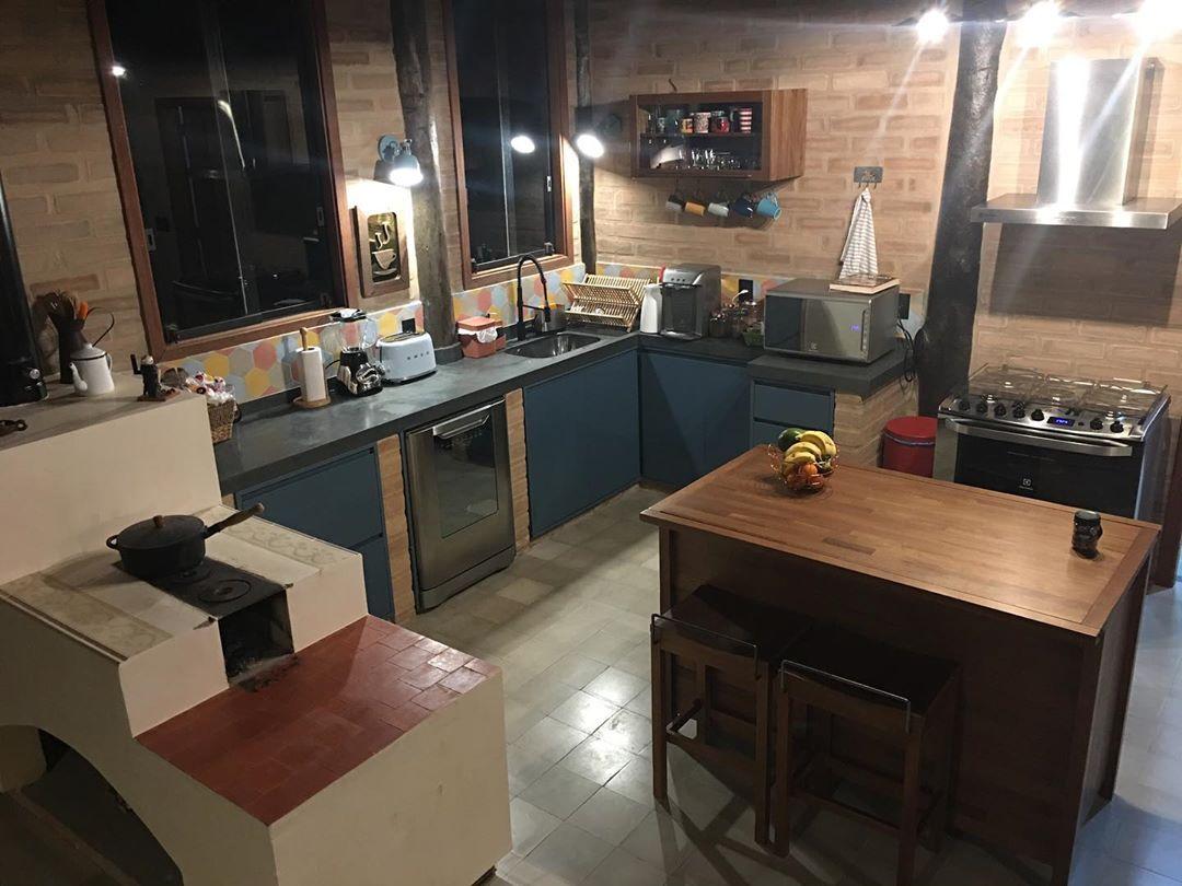 cozinha-rustica-colorida