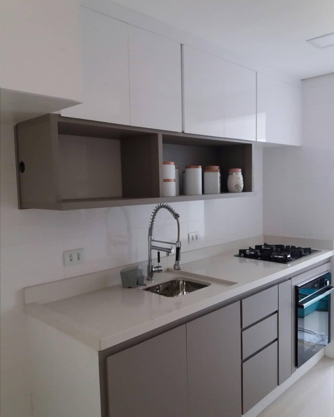 cozinha cinza e branco pequena