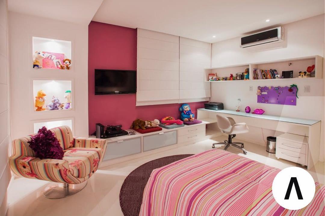 quarto rosa de menina adolescente