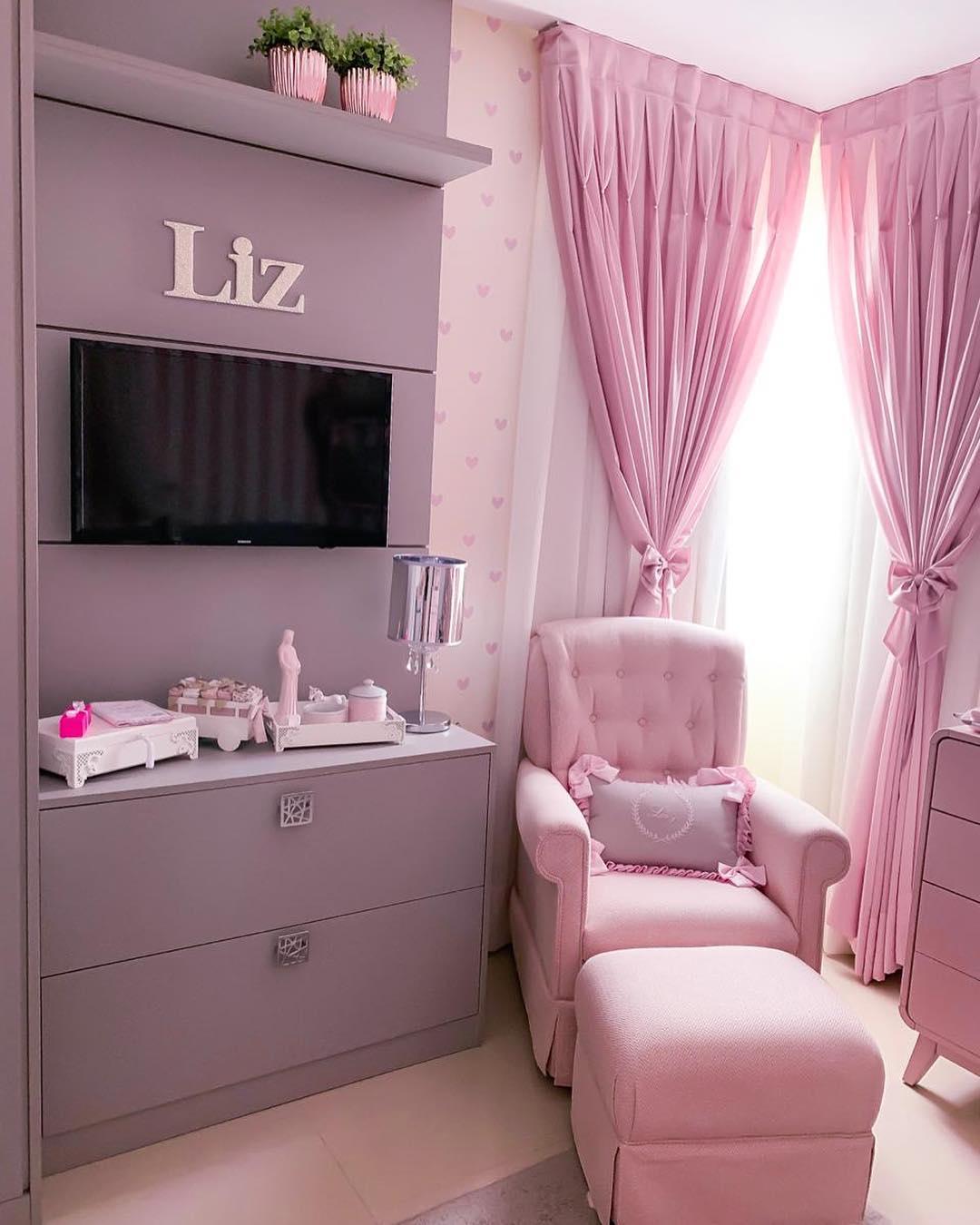 quarto rosa de bebê moderno