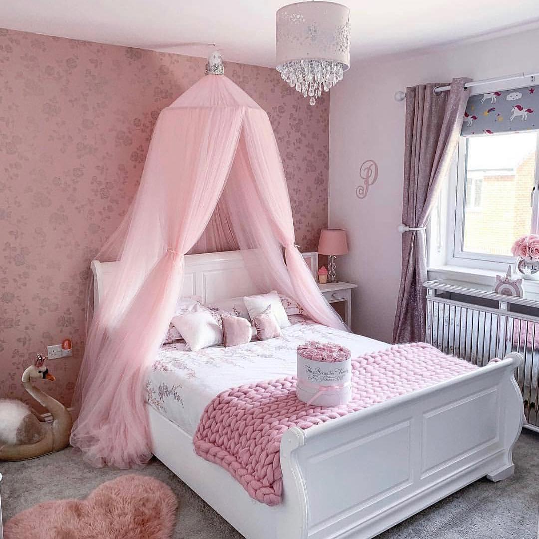 quarto rosa feminino com cama de casal