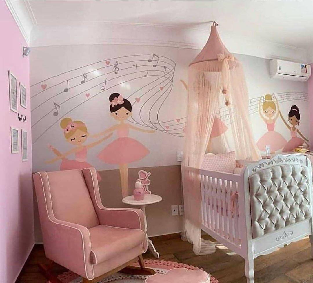 quarto rosa de bebê com tema bailarina