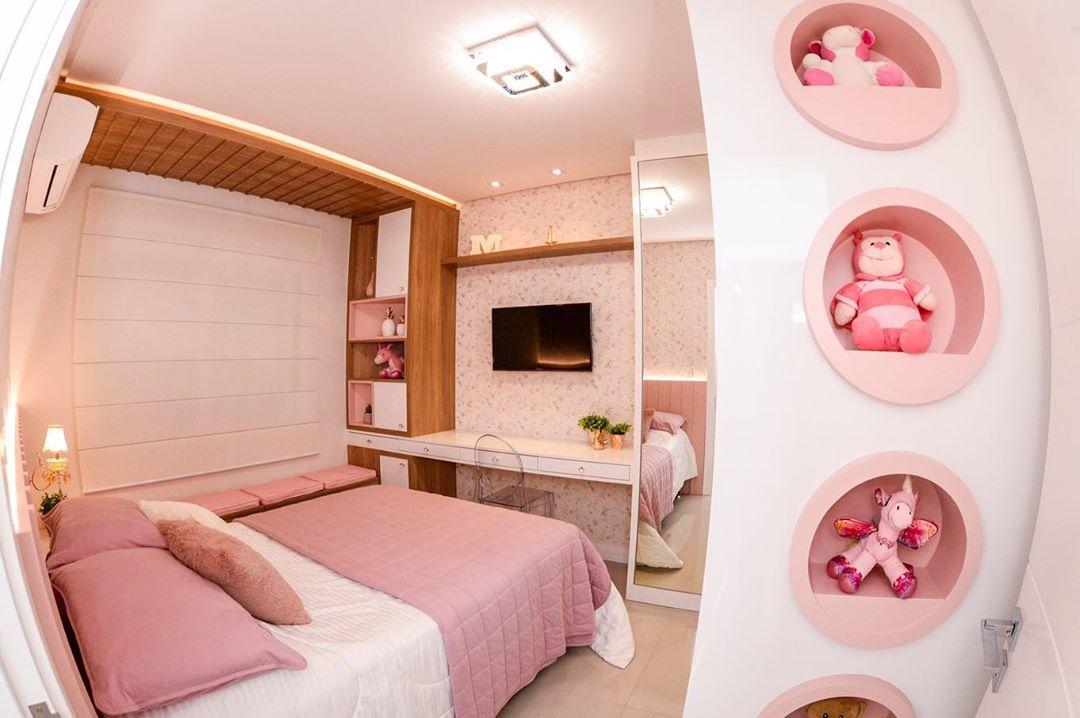 quarto rosa com branco