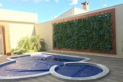 jardim-vertical-piscina