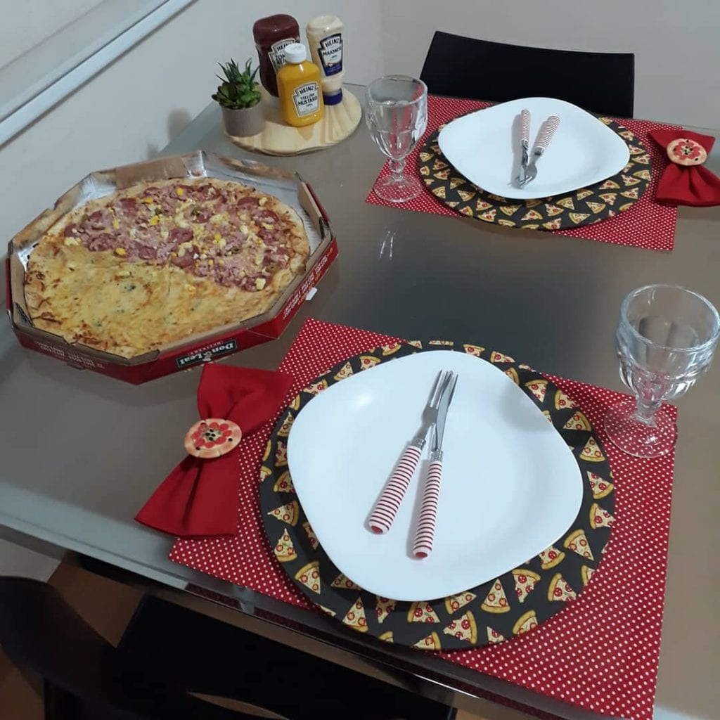 noite-da-pizza-mesa-posta