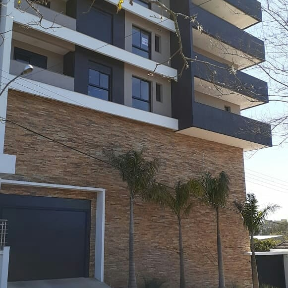 palmeira imperial paisagismo jardim em fachada de prédio