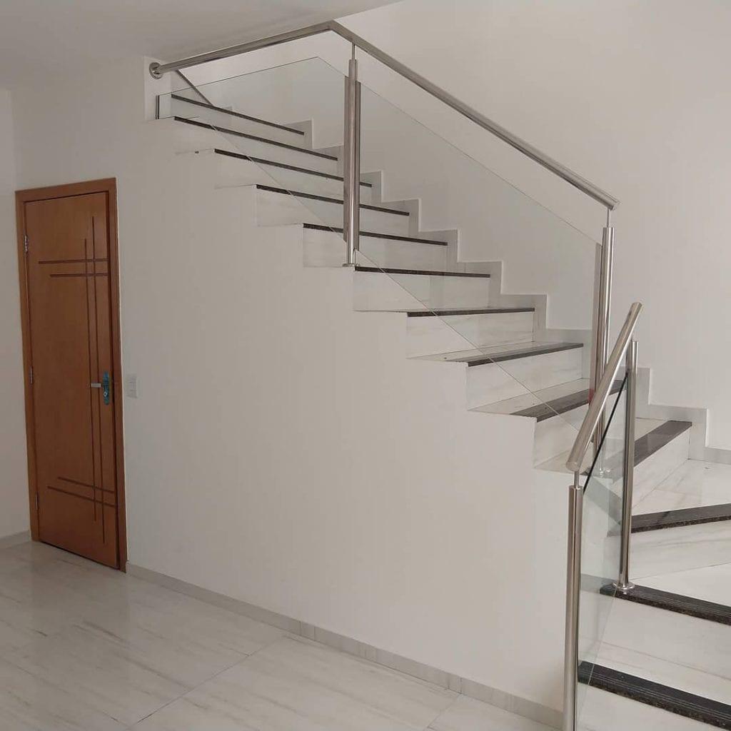guarda-corpo-inox-vidro-escada