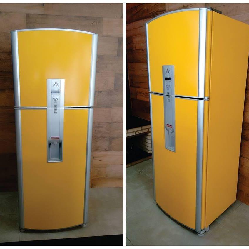 envelopamento de geladeira amarelo