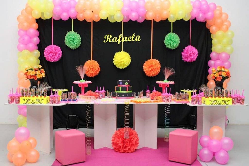 festa-neon-menina
