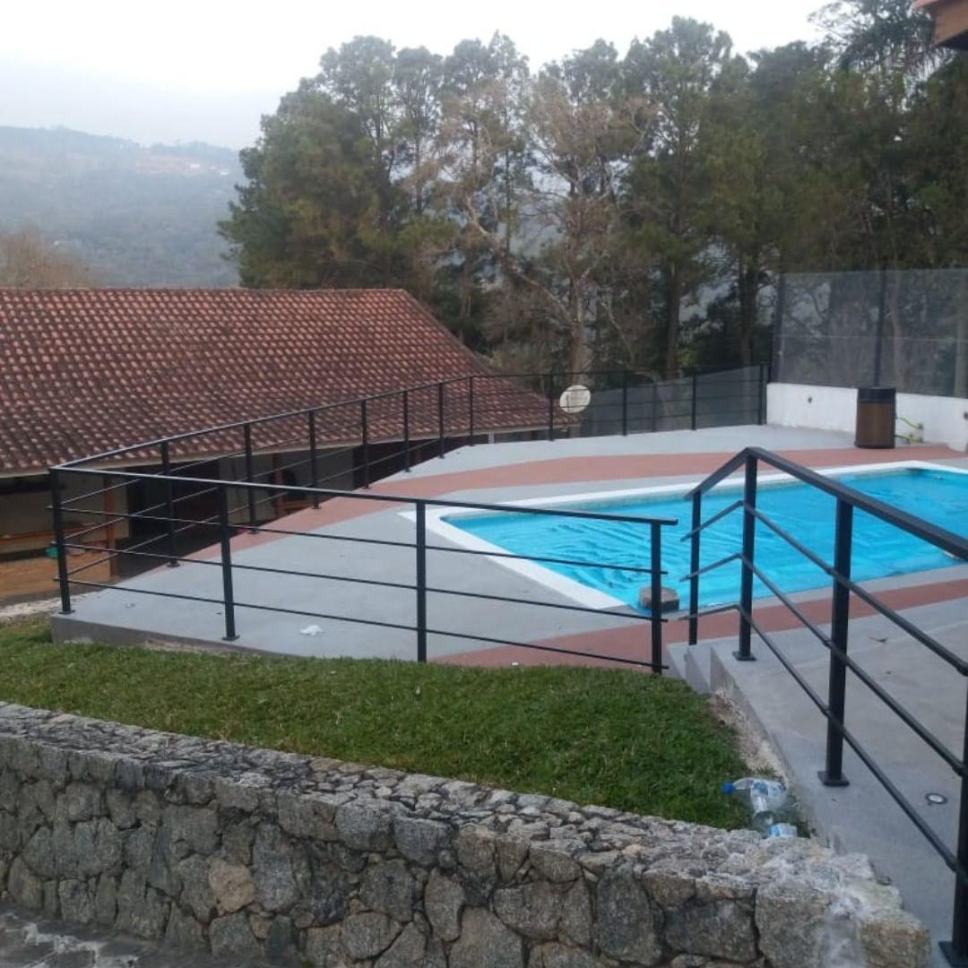 guarda-corpo em piscina