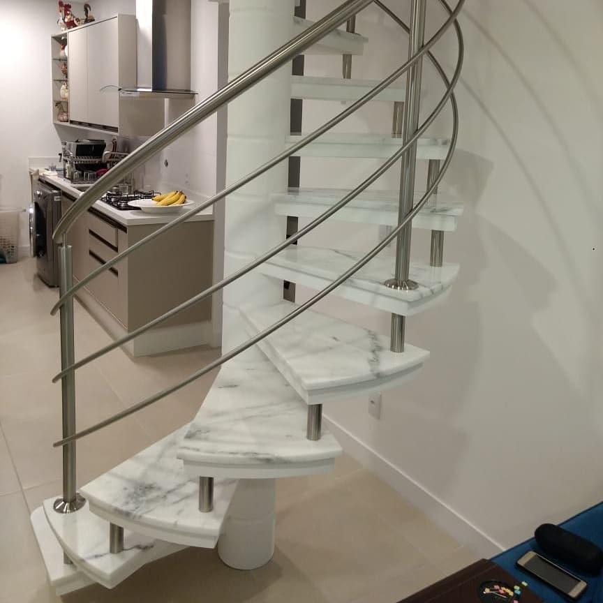 escada caracol degraus de marmore