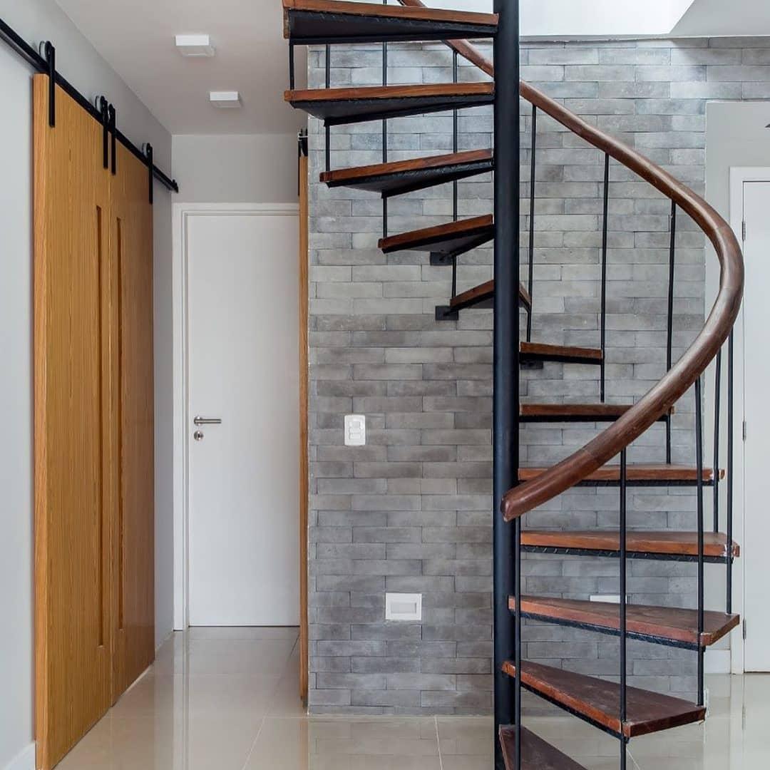 escada caracol industrial