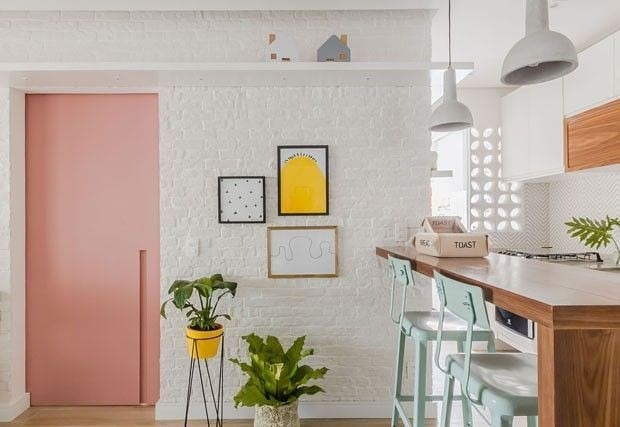 porta-colorida-rosa-entrada-casa