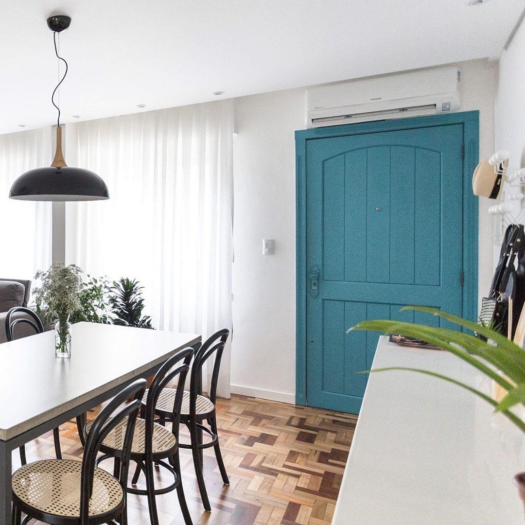 porta-colorida-entrada-casa-azul
