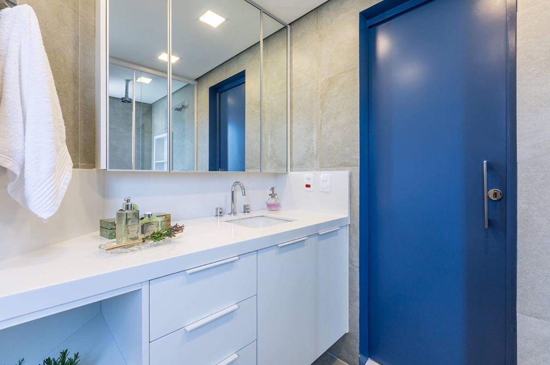porta-colorida-banheiro-azul