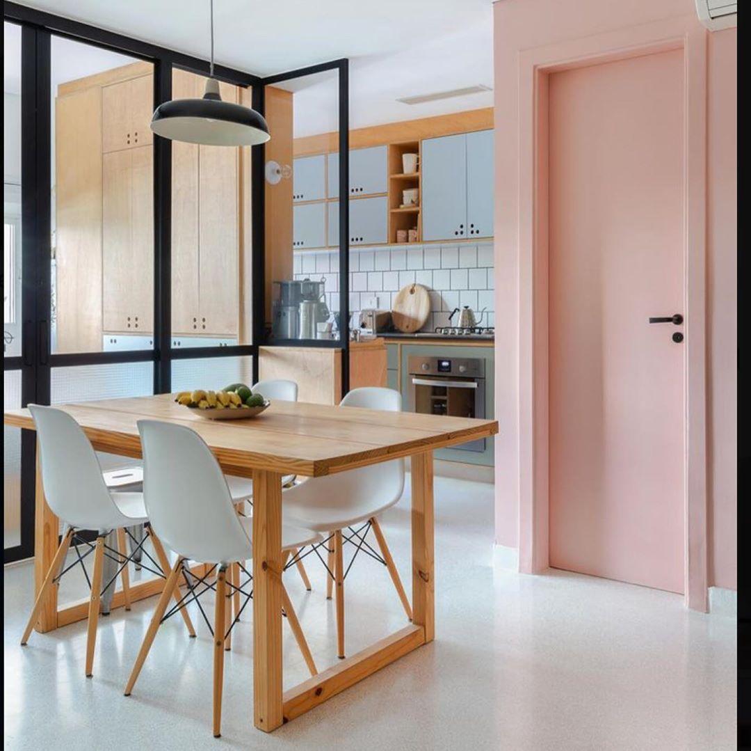 porta-colorida-entrada-rosa