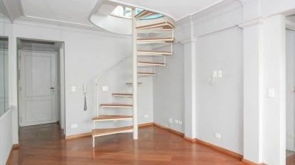 escada caracol em apartamento