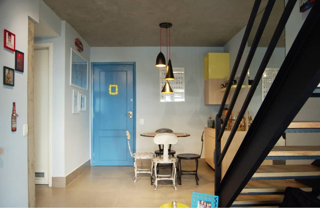porta-colorida-entrada-azul-friends