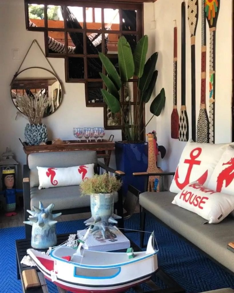 decoração sala de casa de praia objetos praia e nauticos