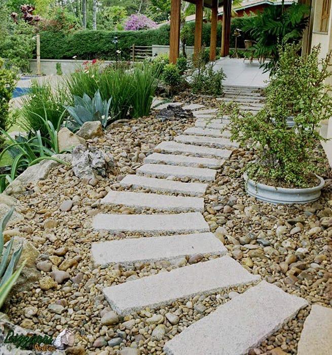jardim com pedra de rio