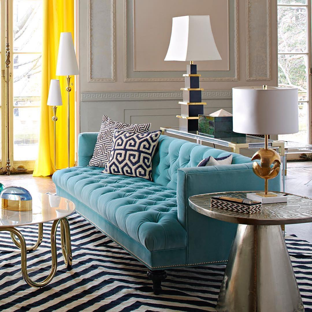 sofa azul turquesa e decoração classica