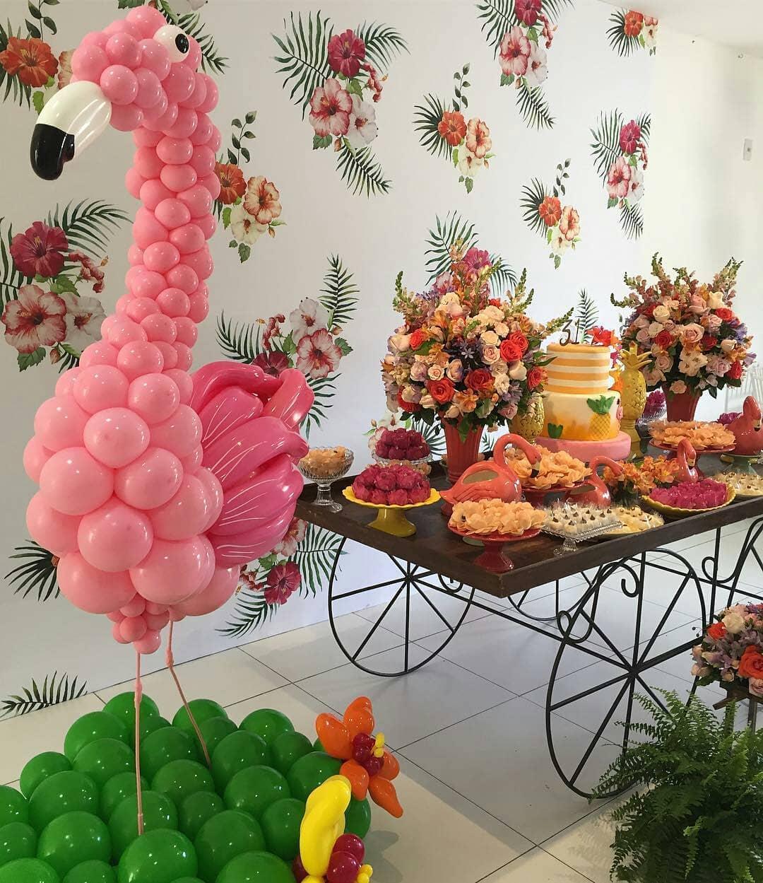 festa flamingo adulto com flores