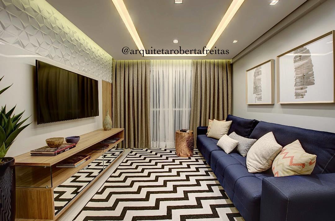 sofa azul escuro em sala luxuosa