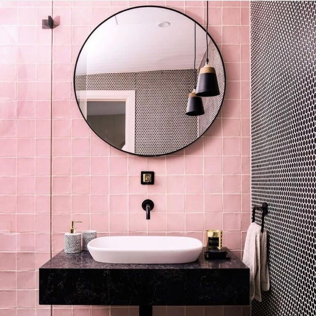 banheiro rosa e preto