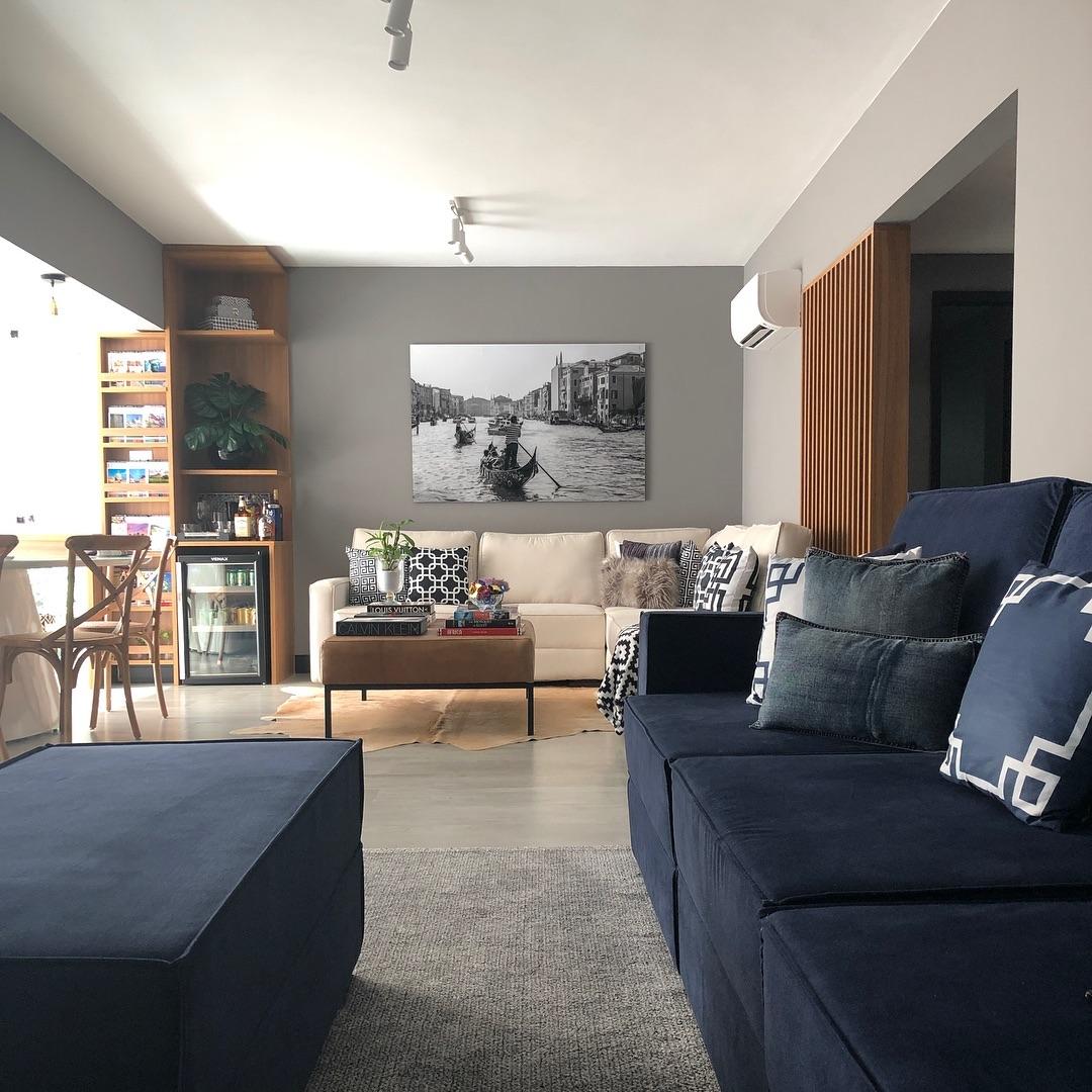 sofa azul marinho moderno