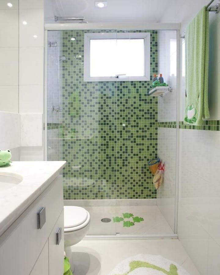 banheiro com pastilha verde