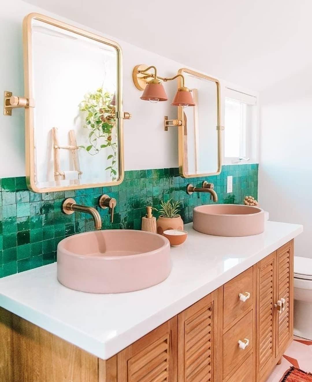 banheiro verde e amadeirado [1]