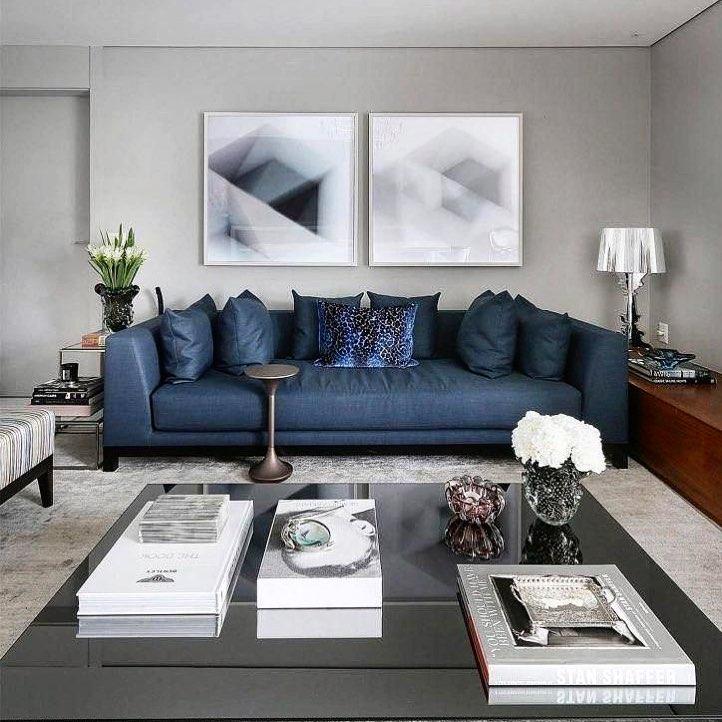 sala luxuosa com sofa azul