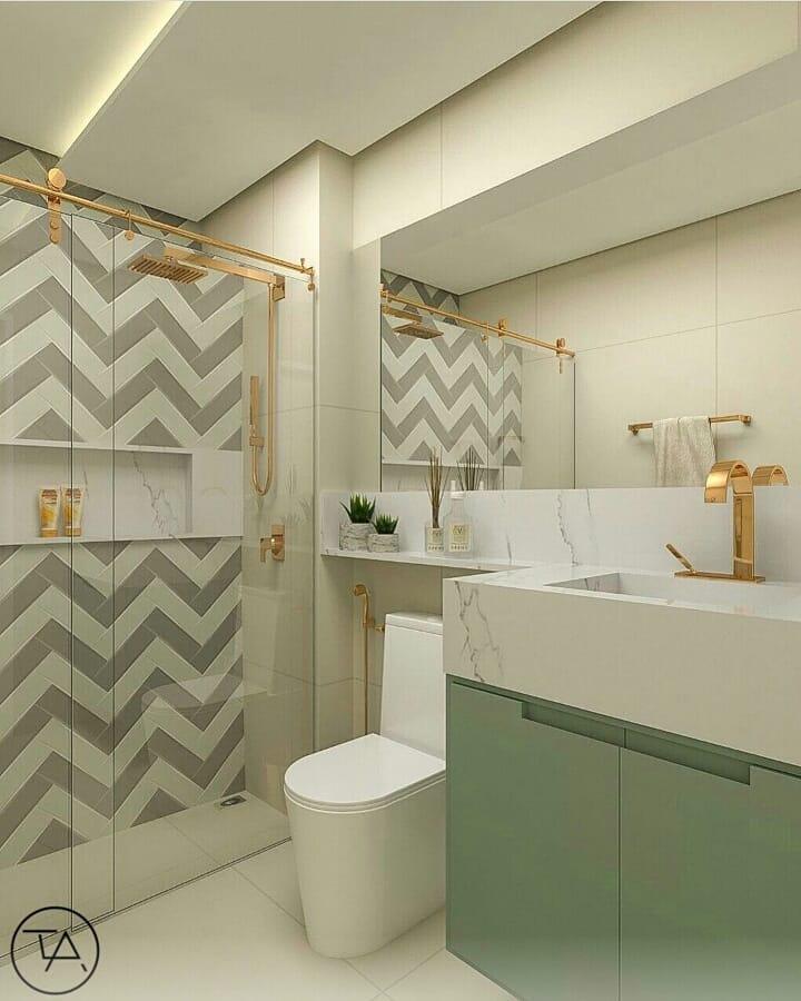 banheiro verde e branco com detalhes dourados