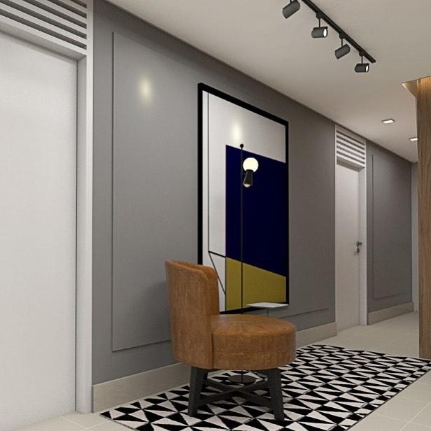 corredor cinza com molduras, poltrona, quadro e tapete