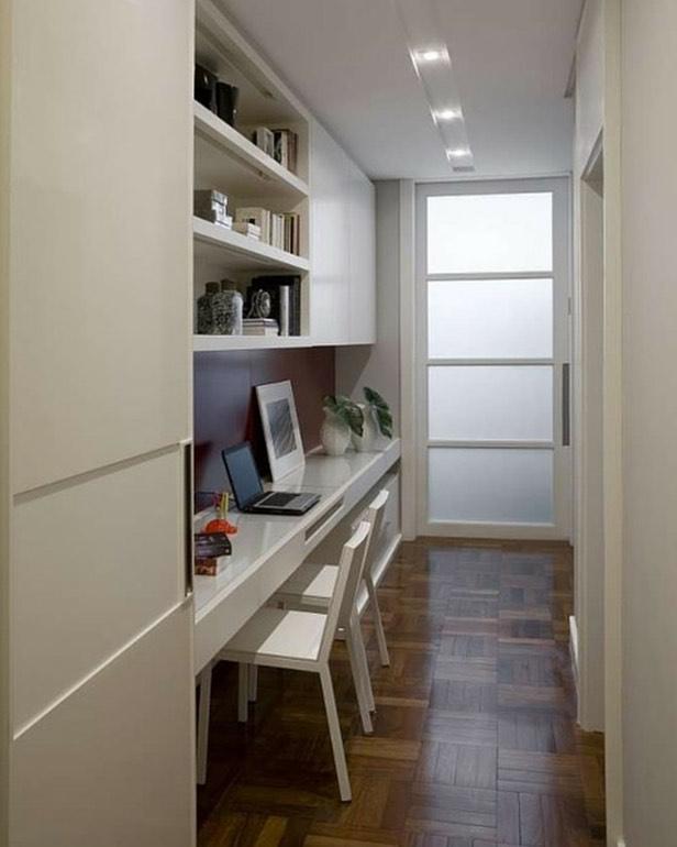 corredor com home office