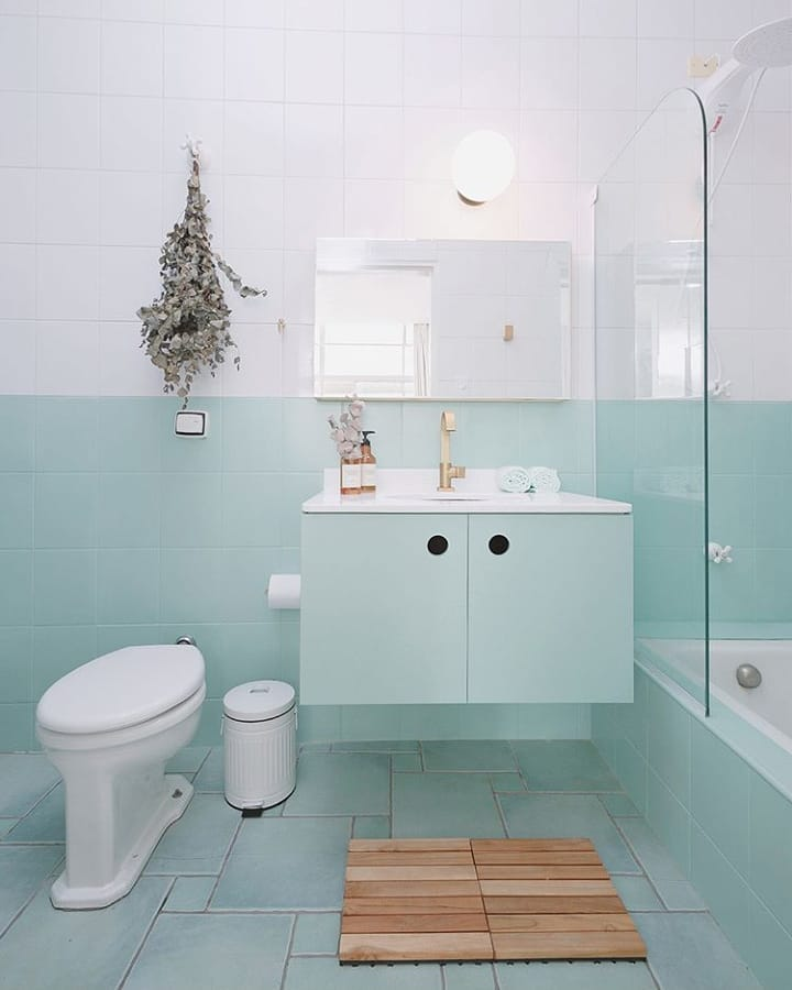 banheiro verde água