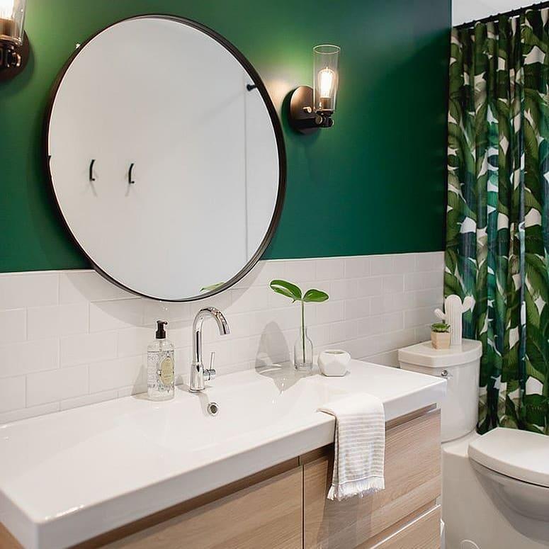 banheiro verde escuro tropical