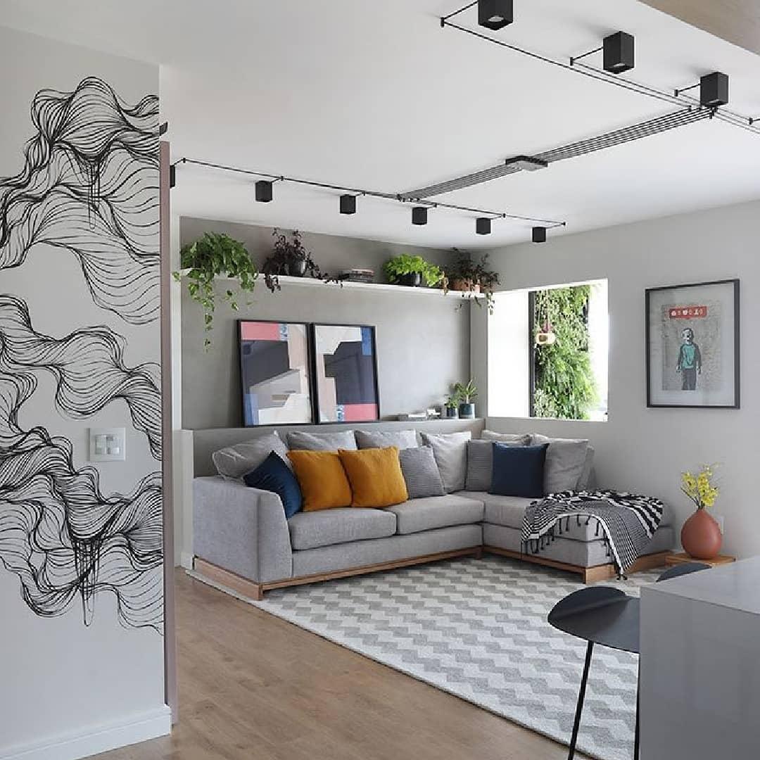 ambiente descolado com sofa cinza