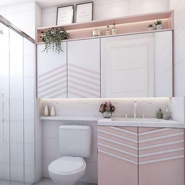 banheiro rosa e branco simples
