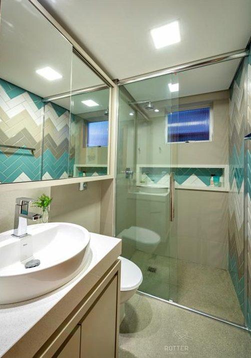 banheiro verde água e branco