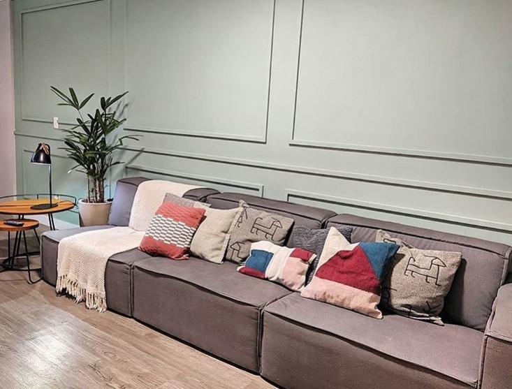 sofa cinza modular despojado