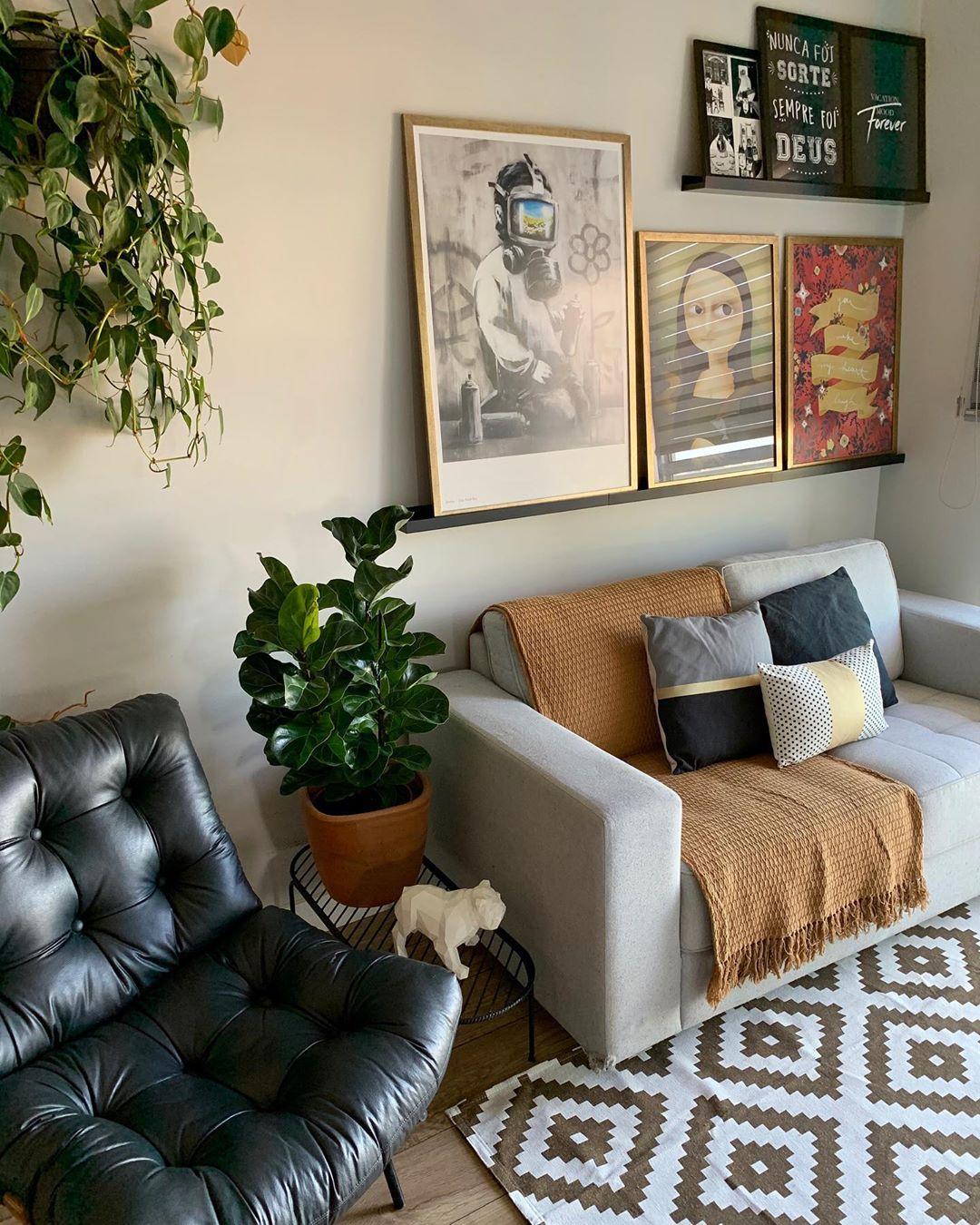 sofa cinza em apartamento jovem
