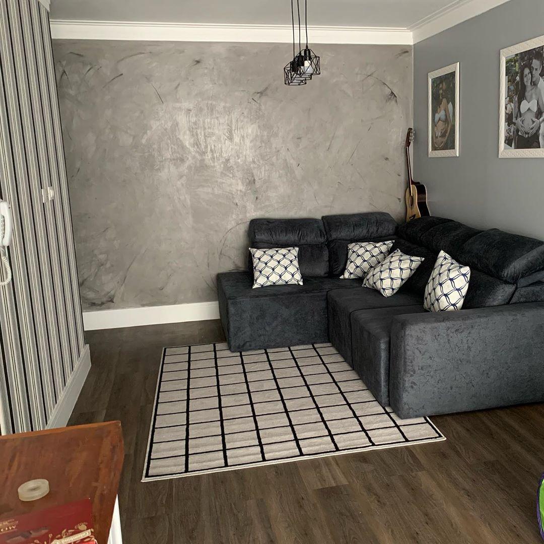sofa cinza chumbo retratil em apto pequeno