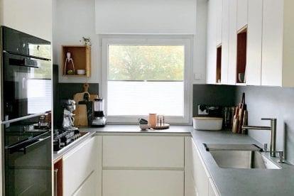 cozinha minimalista com janela