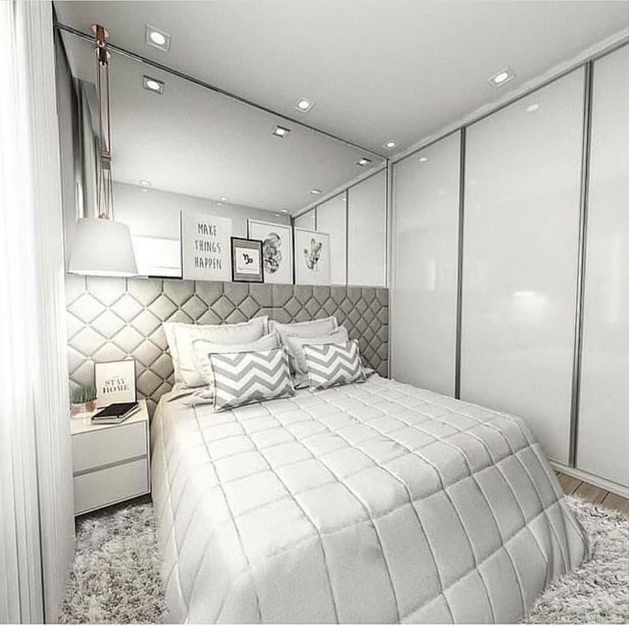 quarto clean de casal nas cores branco e cinza