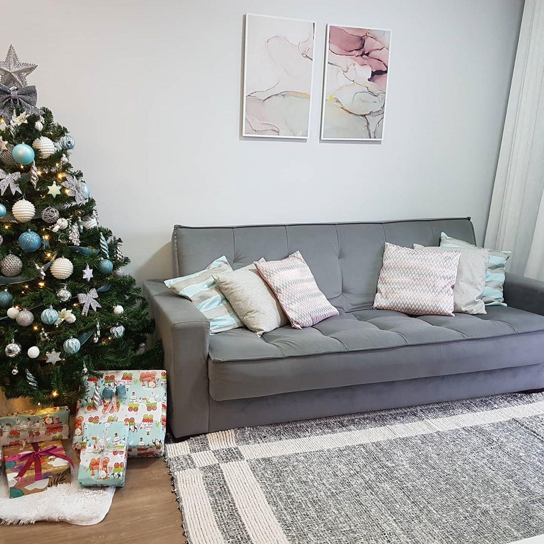 sofa cinza pequeno