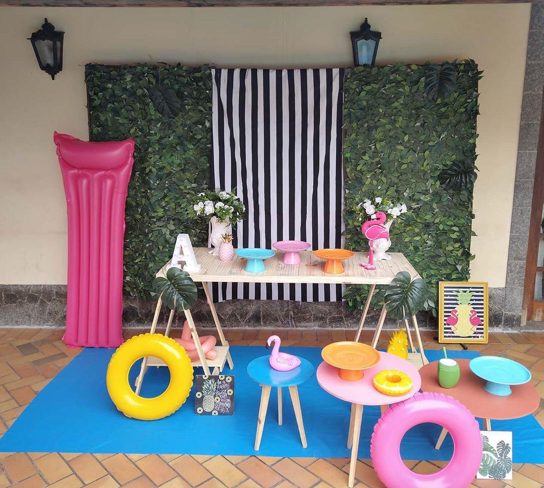 decoração festa na piscina