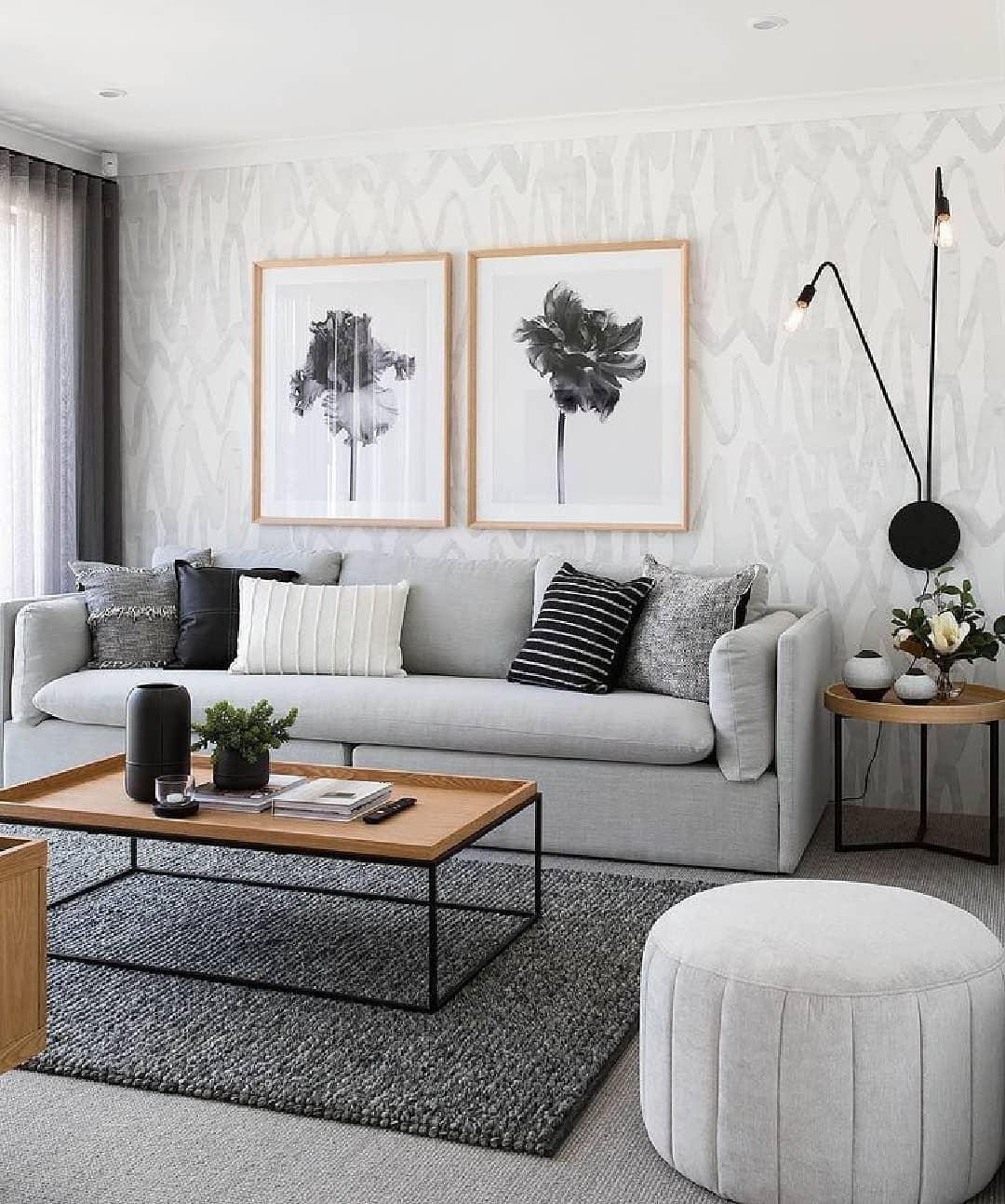 sofa cinza moderno em sala decorada