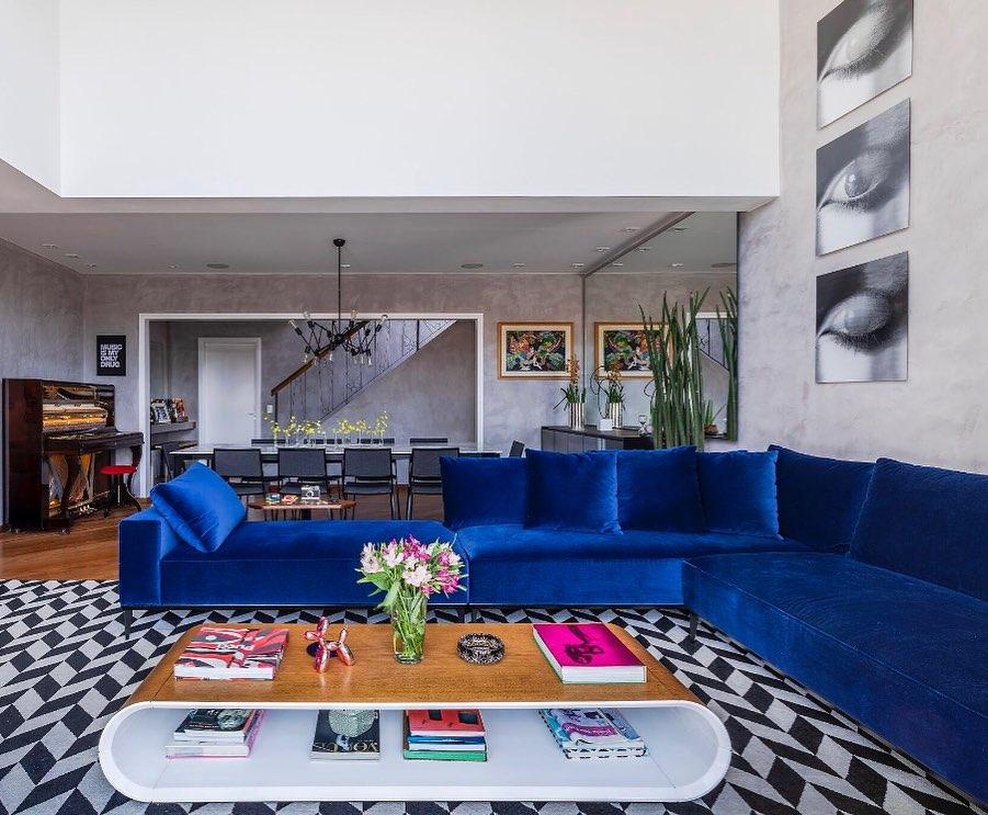 sofa azul de veludo em L