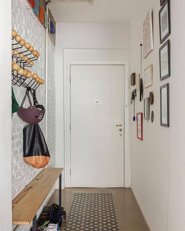 corredor decorado de forma jovial e moderna